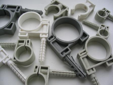Plastikiniai vamzdžių laikikliai